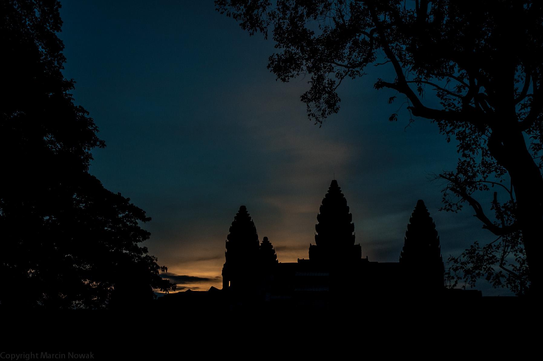 Zachód słońca nad Angkor Watem