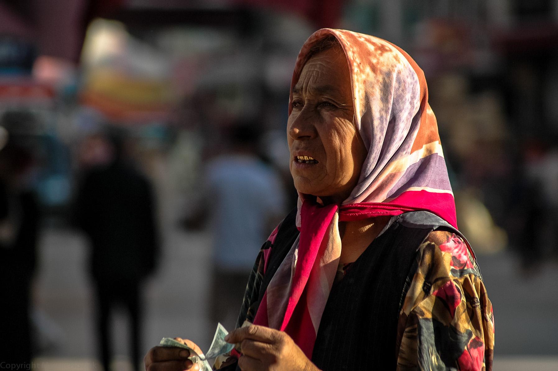 Ujgurka ze złotymi zębami