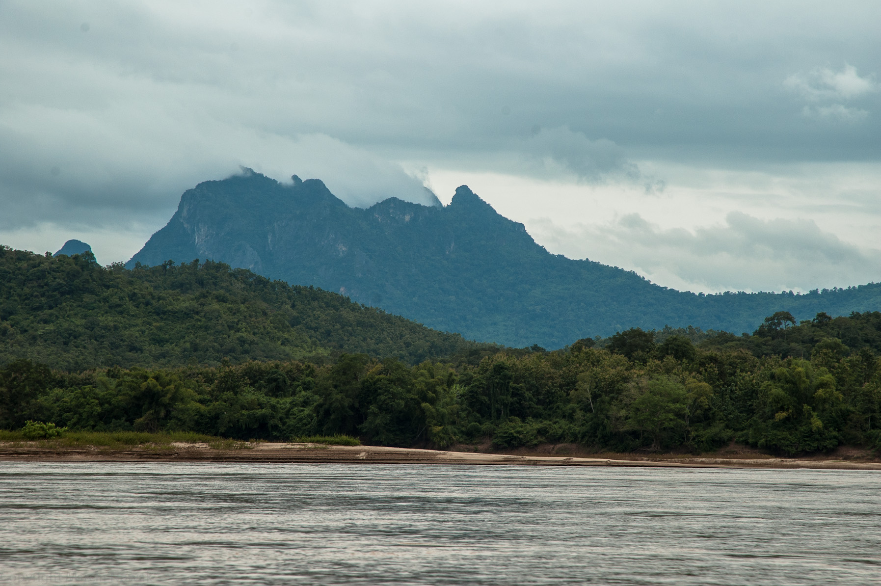 Góry nad rzeką